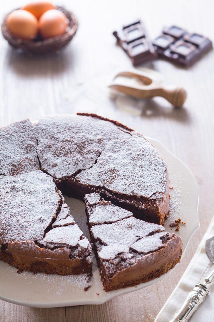 Torta tenerina Cioccolato fondente 200 g Burro 100 g Uova medie 4 Zucchero semolato 150 g Farina tipo 00 50 g