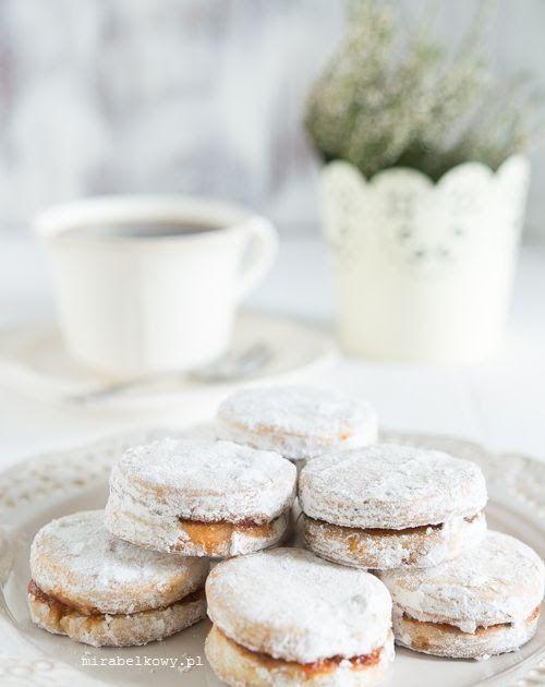 Vanilice to tradycyjne serbskie kruche ciasteczka. Przełożone dżemem, obtoczone w cukrze pudrze, skrywają w sobie delikatnie waniliowy aroma...