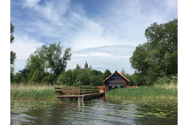 Haus am See mit direktem Seezugang in Sternberg