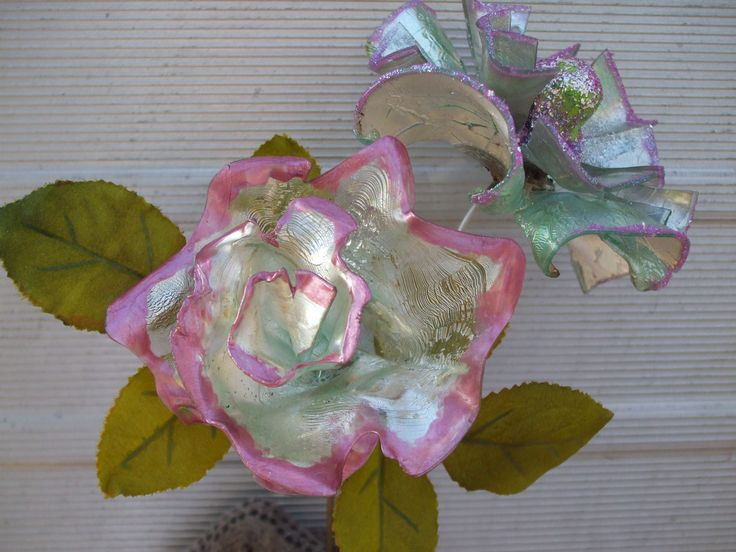 1000 images about flowers made from recycled cds on for Recycled flower art