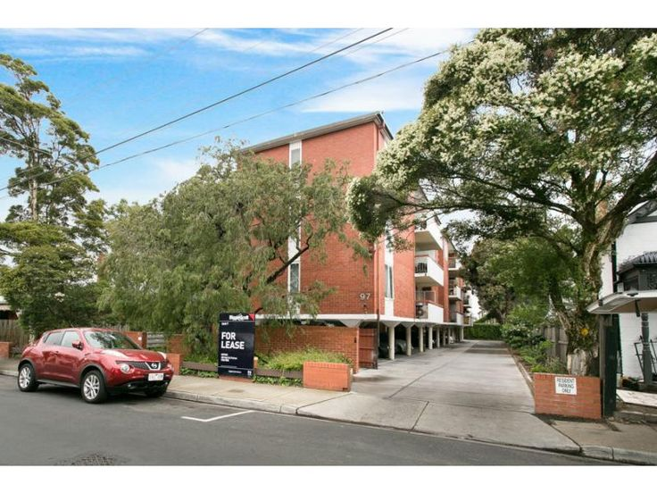 17/97 Chomley Street PRAHRAN  22 min walk from NICA. V nice interior. $500 P/W. Trams close. Can't apply online so I emailed the agent.