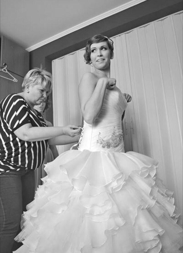 A név kötelez: Eleonor Szalon.  Egy élő legenda, amely soha nem megy ki a divatból: Eleonor Szalon ruhái már a kezdetektől fogva az esküvői ipar művészetének legkiemelekedőbb alkotásai kínálja a lányoknak. :D