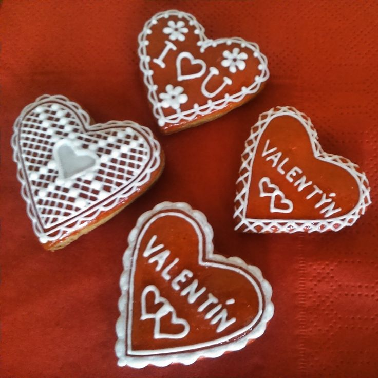 Valentine's hearts made of Honiees. Valentýnská srdíčka z perníčků.
