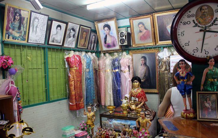 Легенда о Мэй Нак  Авиабилеты Москва - Бангкок от 24000 руб.  Мэй Нак Пра Kанонг или просто Мэй Нак  это известная в Таиланде легенда про женщину которая стала призраком. Говорят что легенда о Мэй Нак основана на реальных событиях имевших место в начале 19-го века.  МЭЙ НАК  В фольклоре Таиланда есть легенда о красивой молодой женщине по имени Мэй Нак которая жила во время правления короля Монгкута. Эта история о её бессмертной любви к мужу которого звали Мак.  Мэй Нак забеременела как раз…
