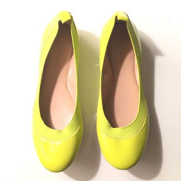 Banana republic neon flats Brand-new size 6 Banana Republic Shoes Flats & Loafers