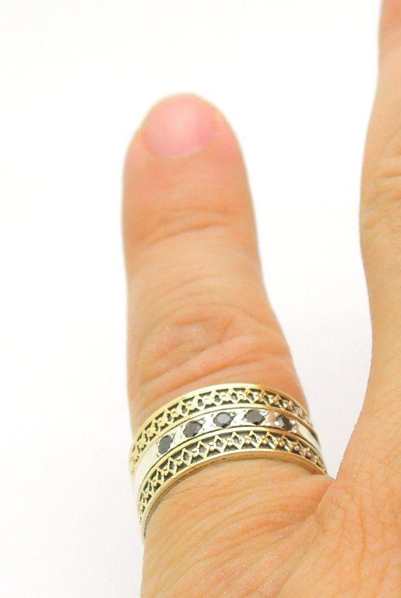 Anillo de diamante negro con filigrana de oro y plata