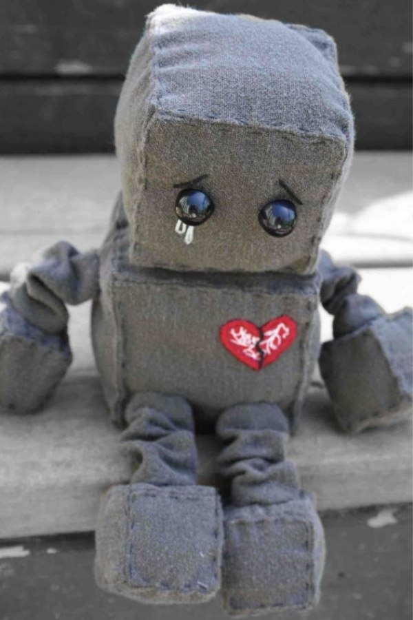 This robot is so cute, though sad. I want to make one minus the heartbreak!Geek, Sadness Robots, Friends, Heart Robots, Plush Robots, Brokenhearted Robots, King Of Heart, Broken Hearted, Crafts