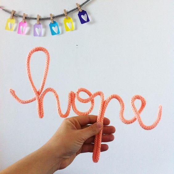 Trico Parole - HOPE Scritta in fil di ferro ricoperta in maglia di lana