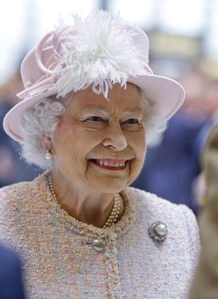 Queen Elizabeth II - Queen Elizabeth Visits Lloyds of London
