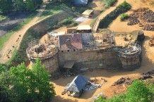 Guédelon en Bourgogne  Une très belle et longue aventure humaine : Formidable !  Construction d'un château fort avec les mêmes techniques qu'au Moyen-âge !  Chantier débuté en 1997.  A Visiter !!! Évolution à suivre !