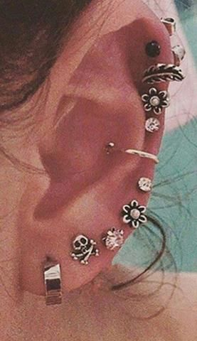 Cute Ear Piercing Ideas for Teenagers All the Way Around Cartilage Helix -  lindas ideas para perforar orejas - www.MyBodiArt.om