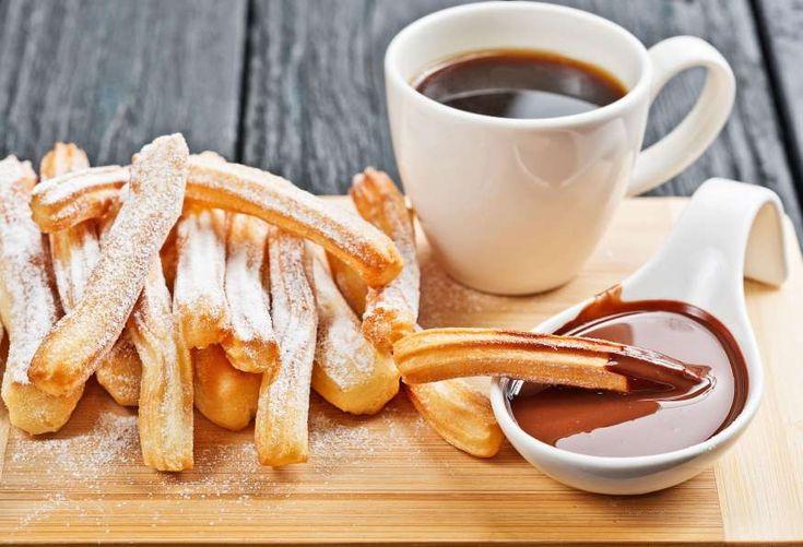 Quien ya haya comido churros sabrá que es un vicio. De origen ibérico, esta fritura se sirve como po... - Shutterstock