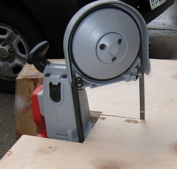 Turn a portable bandsaw into a tabletop band saw