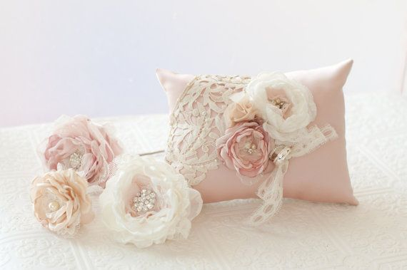 Ring Bearer Pillow Shabby chic romantic wedding ring от Cultivar, $96.00