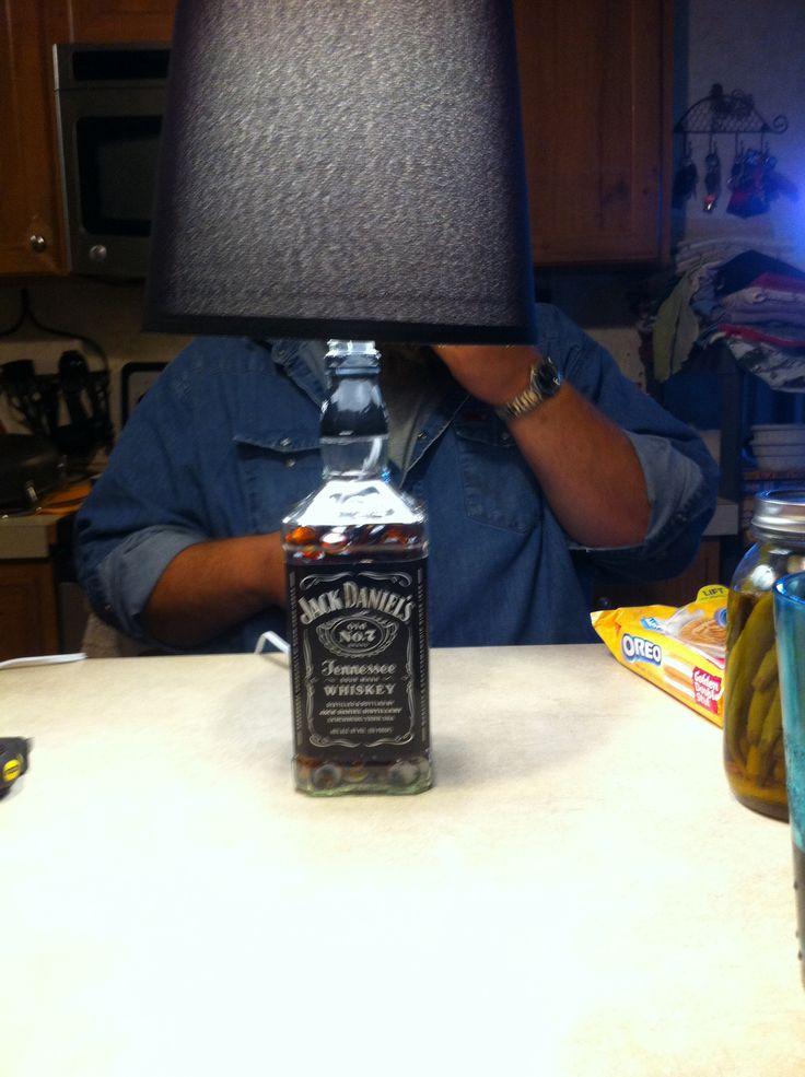 die besten 25 jack daniels lampe ideen auf pinterest jack daniels flasche m nnerzimmer und. Black Bedroom Furniture Sets. Home Design Ideas