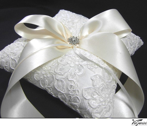 Alencon lace wedding ring pilow / ring bearers pillow / wedding pillow / with ribbon bow