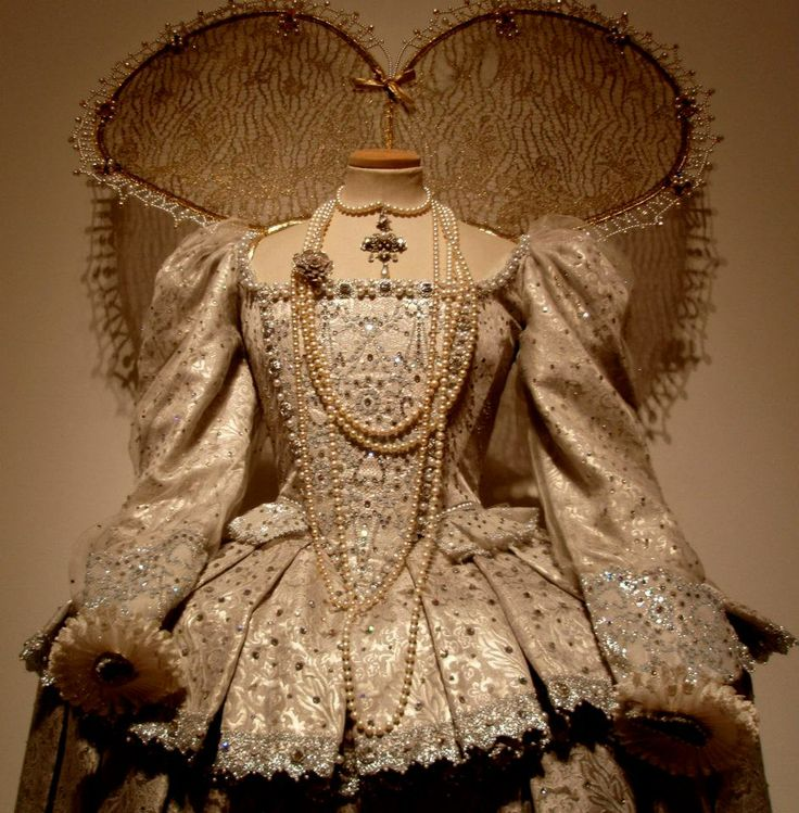 Crinolines & Co. - Costumes and outputs Historical Costume Renaissance Women