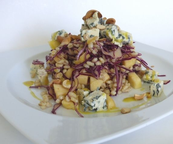 Salade de chou rouge, orge, pommes et bleu