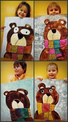 Les étapes de réalisation ont pris 3 séances avec les enfants :      - 1ère étape : réaliser l'ours au crayon selon les consignes d'un dessin dirigé + peindre l'ours et l'écharpe à l'encre      - 2ème étape : réaliser les graphismes aux marqueurs sur l'écharpe      - 3ème étape : réaliser le fond avec des pastels gras blancs puis passer de l'encre par-dessus. En toute dernière étape cerner le dessin au marquer noir (adulte).