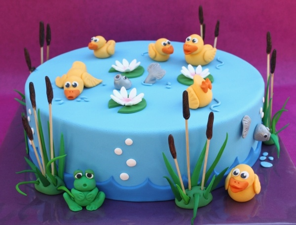Little ducks and I love the frog!