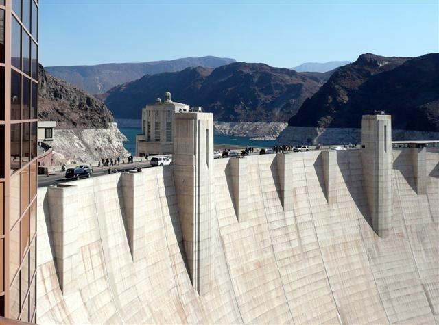 Hoover Dam.  Nós oferecemos uma emocionante viagem de um dia em que você vai até a margem oeste do Grand Canyon e atravessa o Rio Colorado, explorando um pouco da região da margem oeste. Você também visitará Boulder City e passará pela nova ponte do Hoover Dam. #grandcanyon #hooverdam #lasvegas