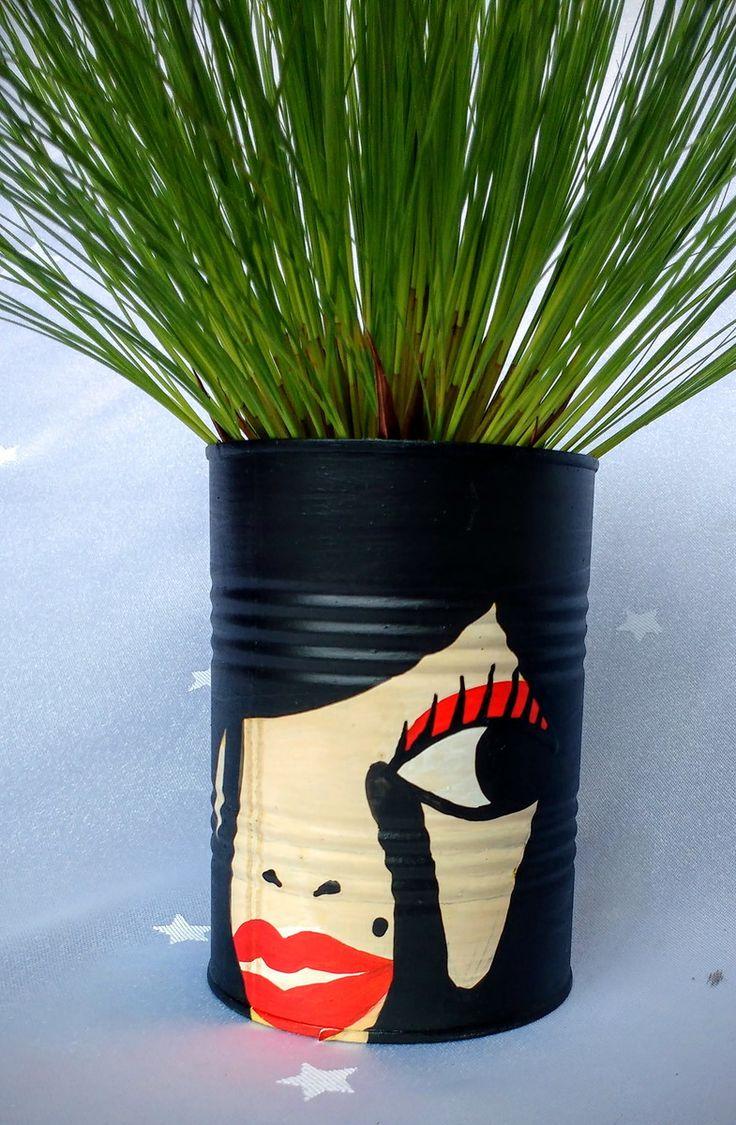 Lata para Plantas. Tamanho Médio  Produto Ecológico  Pintado a Mão    Pedido mínimo 2 latas