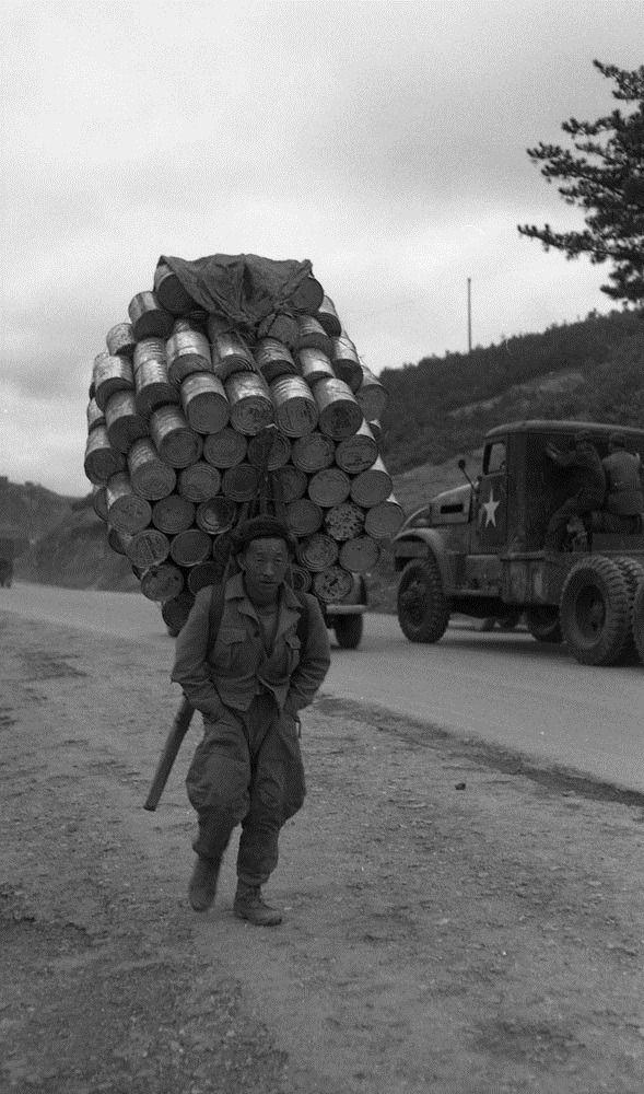 미군부대 양철 깡통 수송의 달인들 - 유용원의 군사세계