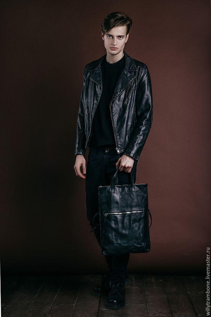 Купить или заказать Folding bag в интернет-магазине на Ярмарке Мастеров. Сумка-трансформер: можно носить через плечо, а можно отстегнуть ремень и носить в руке. Мятая, состаренная кожа. Грубые массивные металлические элитные молнии Riri TOP. Фурнитура - старое серебро. Унисекс.