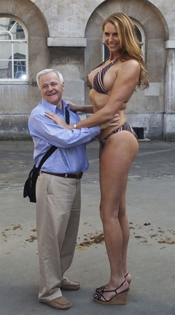 tall hot woman and p u s s