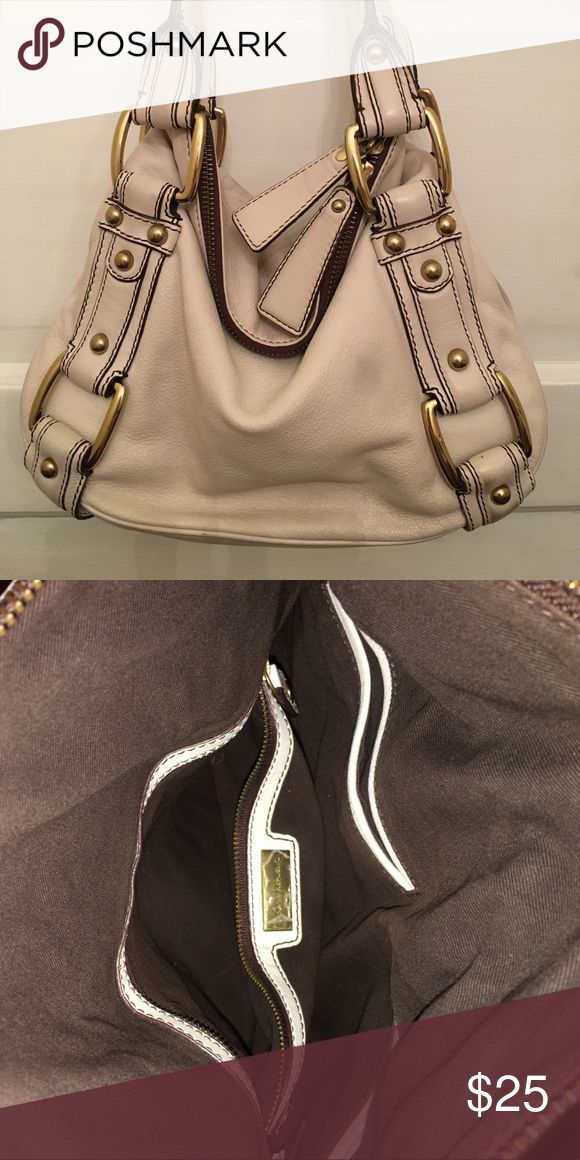 Banana Republic cream shoulder bag Gently used, chocolate lining. Used only one time! Banana Republic Bags Shoulder Bags