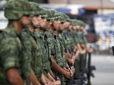 El derecho militar se compone de una serie reglamentos que rigen la actividad de los cuerpos castrenses, y que, dicho sea de paso, no es tan distinto a lo que conocemos en el derecho civil