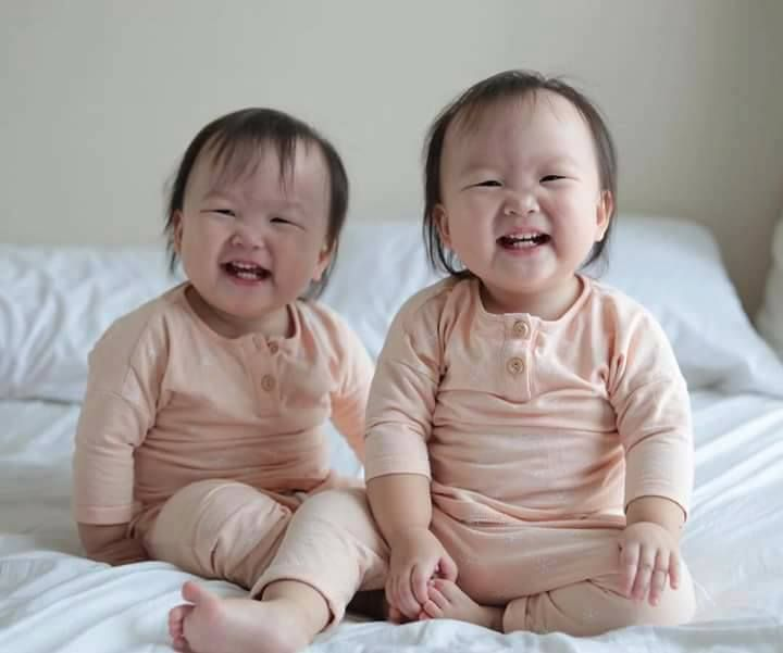 Happy twins  https://t.co/YZxgiPIVG5 RT HEALTHYBABlES #baby #cute #photooftheday