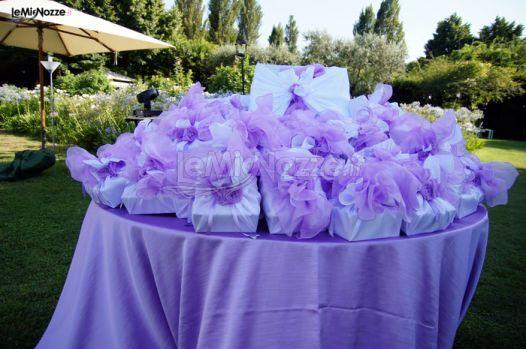 http://www.lemienozze.it/operatori-matrimonio/catering_e_torte_nuziali/servizio-catering-a-roma/media/foto/15 Angolo delle bomboniere nei colori del lilla.