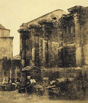 Η βιβλιοθήκη του Αδριανού το 1853. Διακρίνεται το κάτω παζάρι. Φωτογράφος James Robertson.Μοναστηράκι: Μια φωτογραφική βόλτα στον χρόνο - ΑΝΕΞΙΤΗΛΟ
