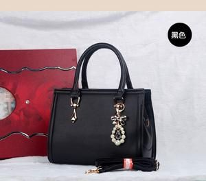 TAS IMPORT KODE: 373  IDR.200.000  MATERIAL PU  SIZE L30XH22XW10CM  WEIGHT 980GR  COLOR BLACK