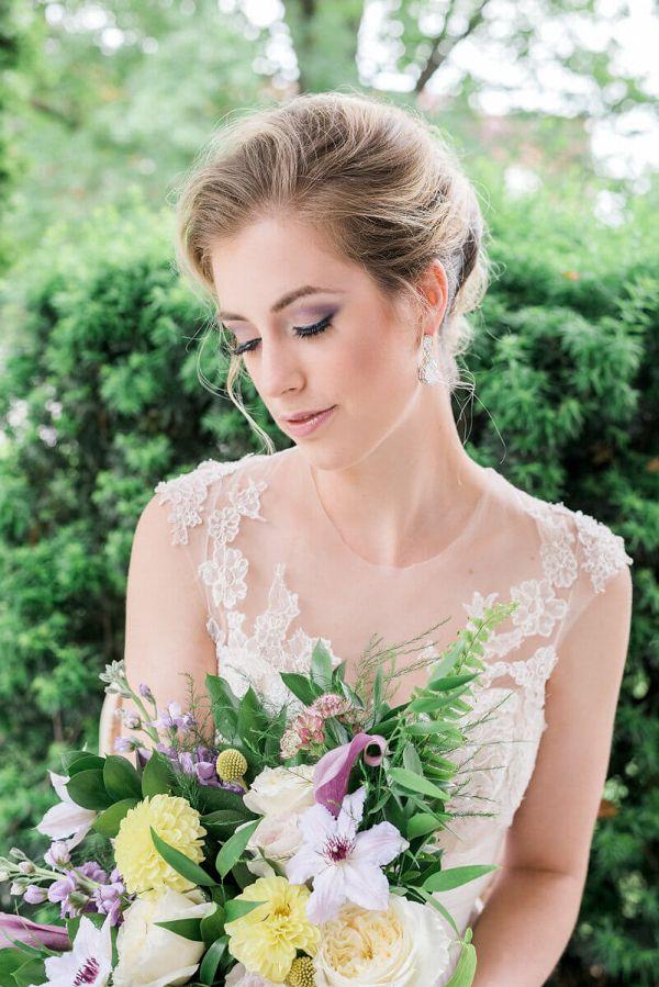 Victorian Steampunk Wedding Inspiration - bride and bouquet    #wedding #weddingideas #aislesociety #vintagewedding