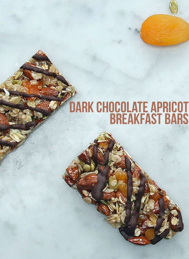 Dark Chocolate Apricot Breakfast Bars | These Dark Chocolate Apricot Breakfast Bars Are The Perfect Healthy Snack