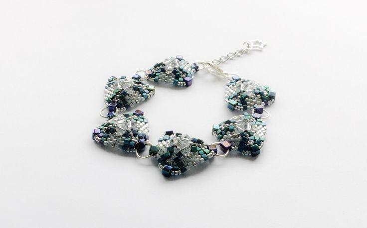 Bracelet tissé en perles gris et argenté : Bracelet par atelier-de-delphine