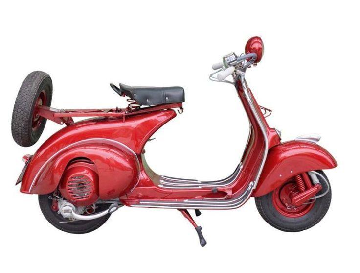 1952 - VESPA ACMA 125 cm3 En 1950, pour soulager les usines de Pontedera, la Vespa est construite en France sous licence par ACMA, les Ateliers de Construction de Motocycles et Accessoires à Fourchambault,… - Aguttes - 08/11/2014
