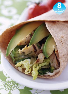 Wrap de Pollo y Chile Poblano - Weight Watchers México - Este delicioso wrap cuenta con chiles asados, cebollín fresco y aguacate. Puedes utilizar los sobrantes de pollo a la parrilla, para prepararlo en un instante.