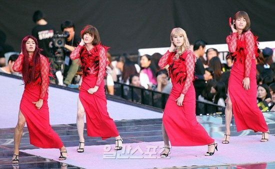 "Suho, Kyuhyun, Changmin and Minho perform ""Something"" by Girls Day @ SMTOWN"