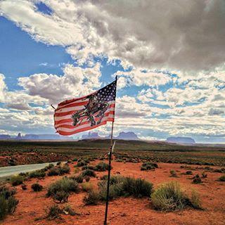 #monumentvalley #usa #traveltheworld #desert #roadtrip #road #beautifuldestinations #пустыня #США #Америка #долинамонументов #путешествие #приключения #Аризона #Юта #Arizona #Utah