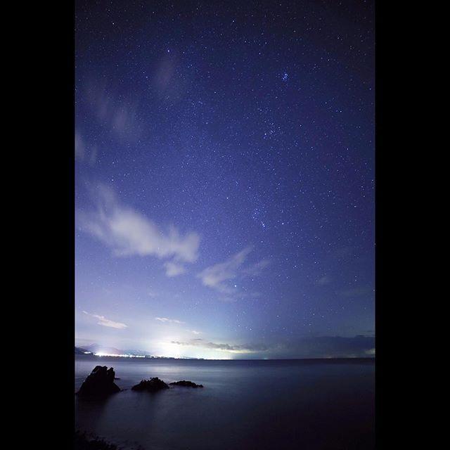 【naopentax】さんのInstagramをピンしています。 《#星空  #夜空 #海  今夜波静か》