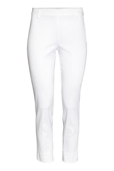 Pantalon cigarette en tissu extensible. Taille de hauteur classique et fermeture à glissière dissimulée sur un côté. Fausse poche dans le dos. Jambes fines