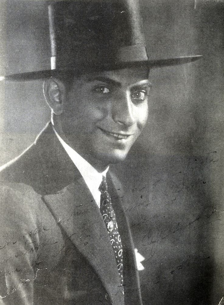 """Cagancho, el torero gitano, en un retrato de 1932, con dedicatoria a Carlos Morla Lynch. Fot. del libro """"En España: con Federico García Lorca""""."""