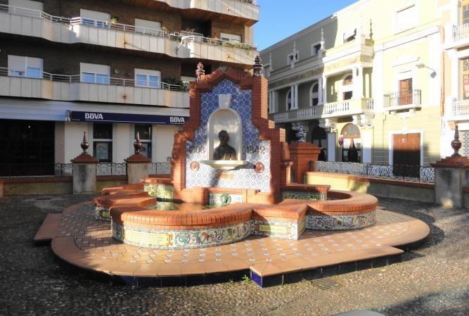 En la plaza mayor de Almendralejo está esta bonita fuente homenajeando al poeta Espronceda natural de esta ciudad.