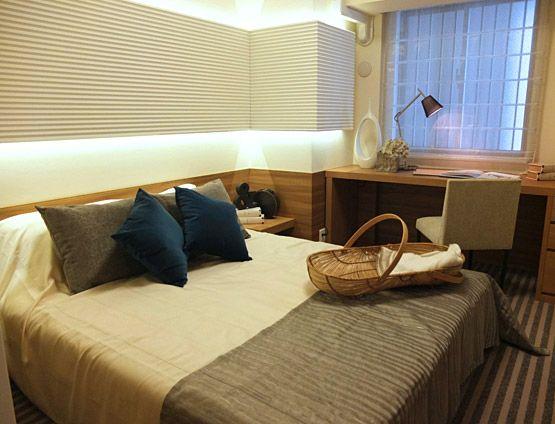 B262Comfortable Lifeゆったりベッドと壁面の柔らかな間接照明で癒しの空間を演出。