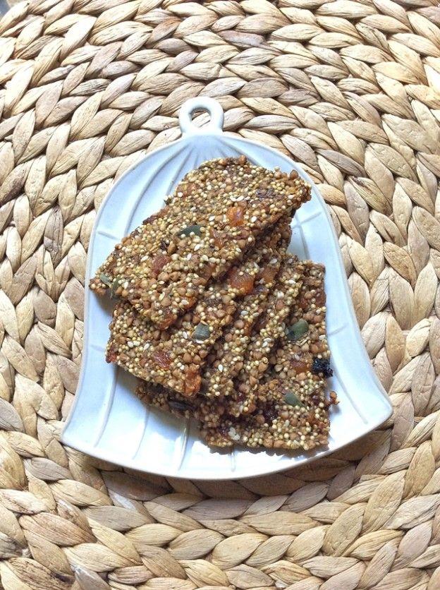 Sağlıklı Bir Atıştırmalık: Kinoalı-Karabuğdaylı Krakerler!
