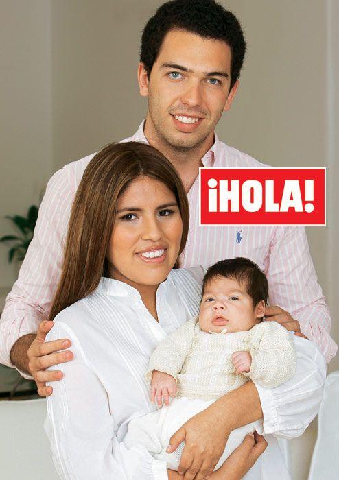 En ¡HOLA!, Isabel Pantoja y Alberto Isla nos presentan a su hijo, Alberto