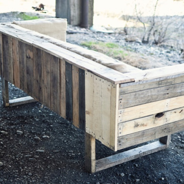339 best images about pallets garden house ideas on pinterest for Pallet boat plans